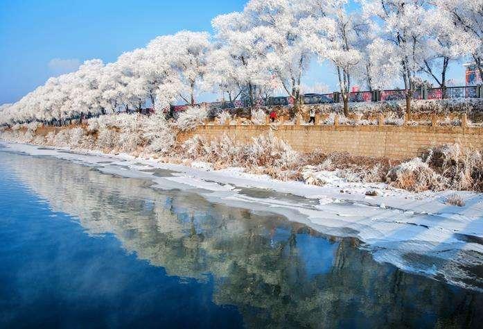 """【品质·雪踪""""漫""""长白】雾凇之都吉林、万科5S 级国际滑雪场、冰雪长 白山、镜泊湖冰瀑、芬兰小镇、中国雪乡、冰城哈尔滨6 日休闲纯玩游"""